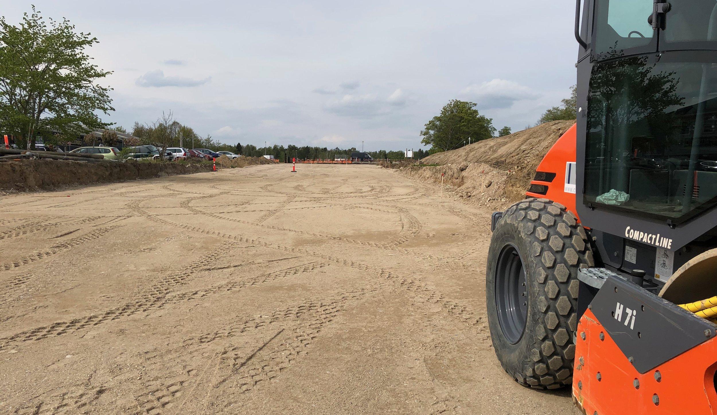Man kan nu fornemme det nye 16 meter brede vejanlæg til Teglskov-bebyggelsen. Foto: AOB
