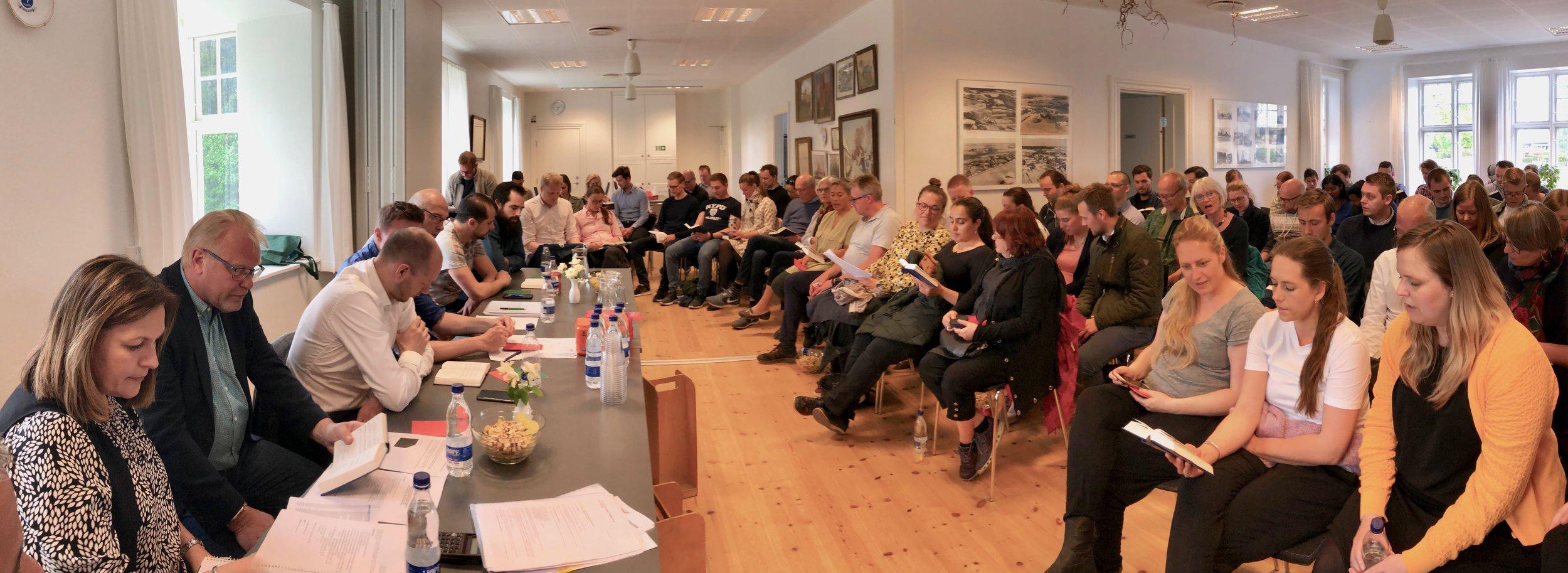 Der var fyldt godt op med interesserede medlemmer, da Drabæk Huse i går aftes samlede sine medlemmer til den årlige generalforsamling. Foto: AOB
