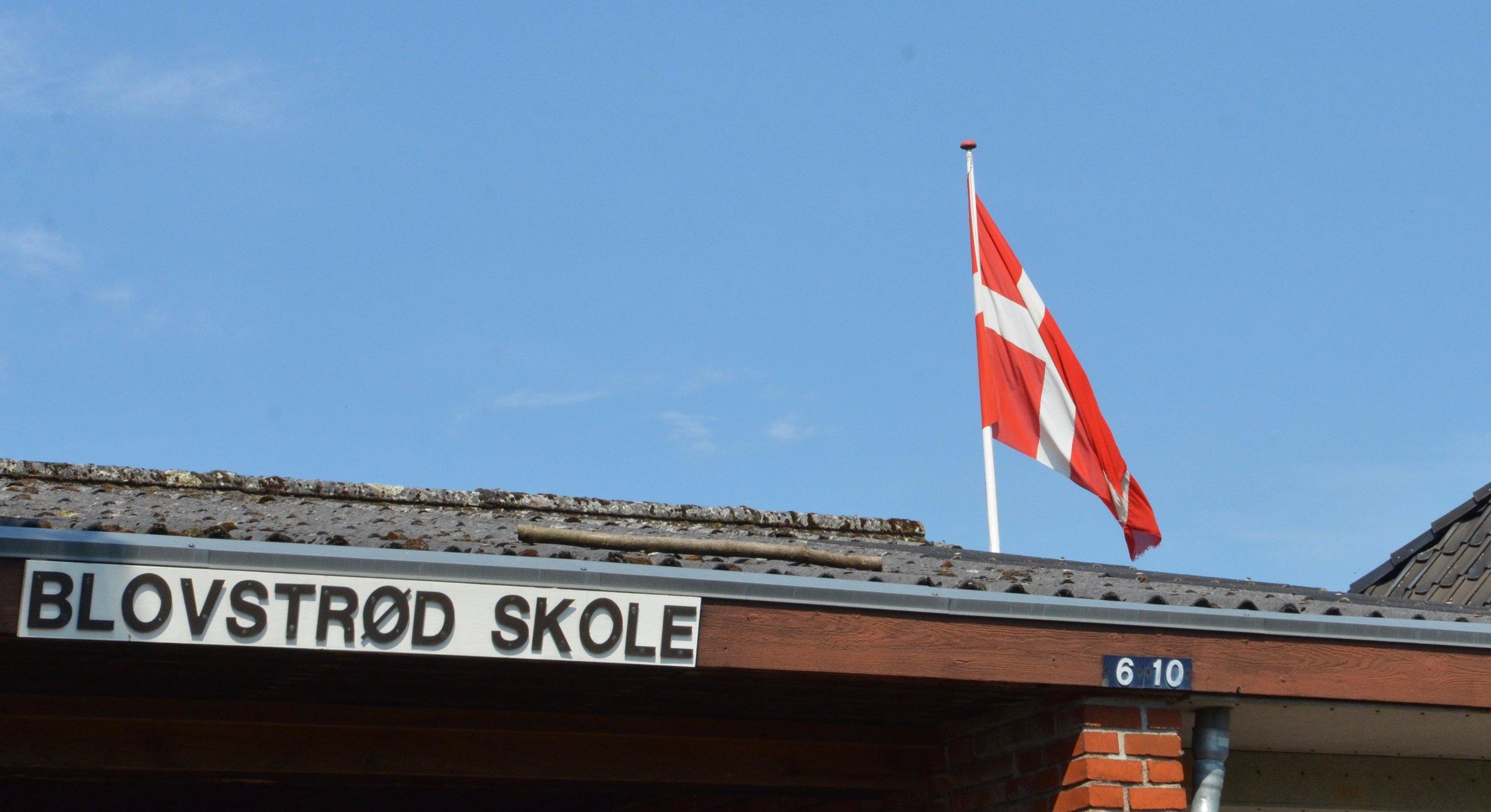 Flaget var hejst på Blovstrød Skole i dagens anledning. Foto: AOB