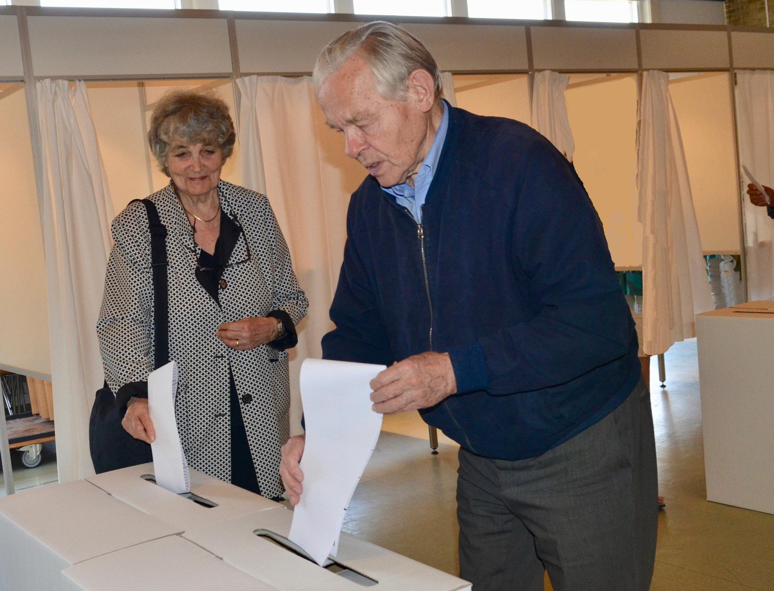 Krydset blev sat det rigtige sted på stemmesedlen og kom sikkert ned i boksen. Foto: AOB