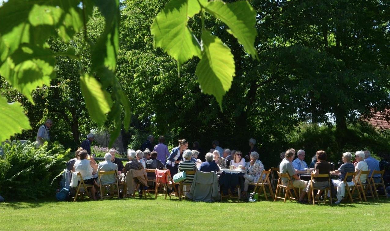 Alle opfordres til at tage en picnickurv med og nyde deres frokost i det grønne, og derudover vil der være kaffe og lækker kage fra Blovstrød-bageren. Arkivfoto: AOB