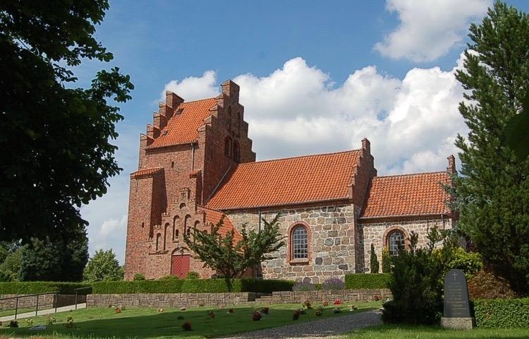Stillingen som graver ved Blovstrød Kirke er ledig pr. 1. september eller snarest derefter. Foto: AOB