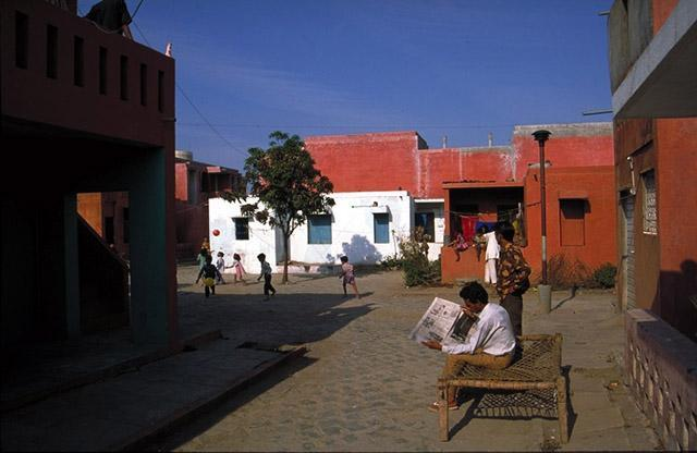 Aranya Community Housing, Indore, India by Balkrishna V. Doshi - Image via archnet.org