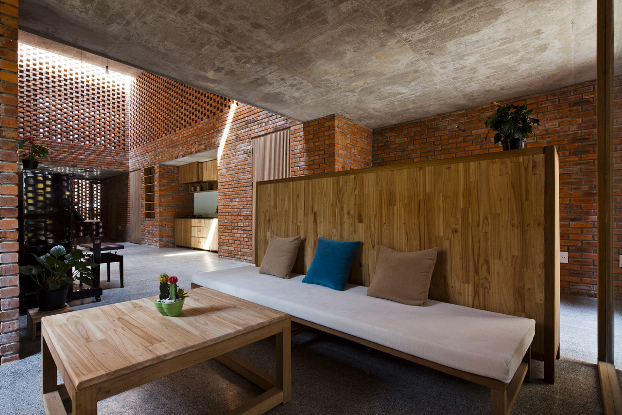 Termitary House, Da Nang, Vietnam by Tropical Space Co. (cost $27,000) - Image via Domus.it