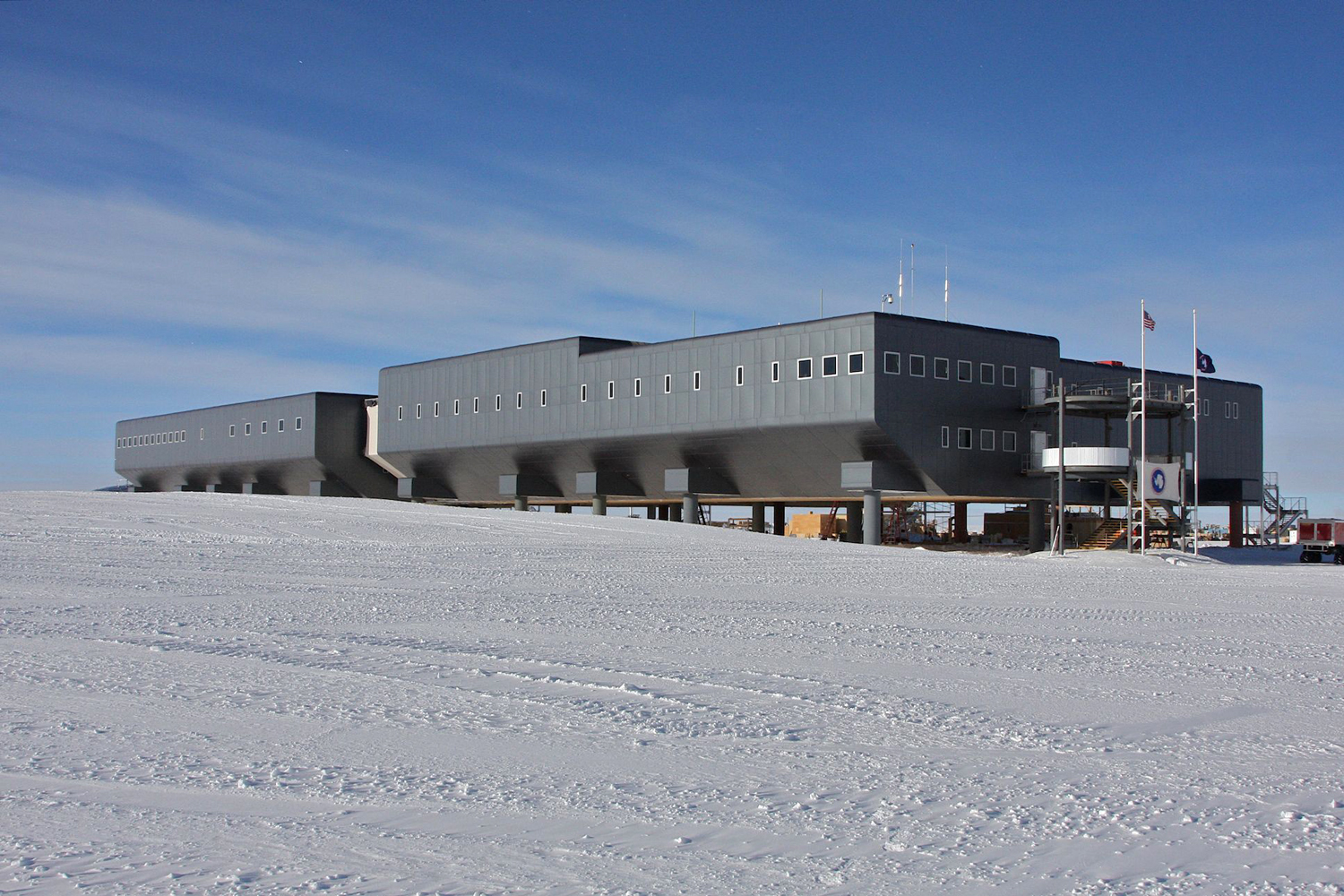 south_pole_station2_h.jpg