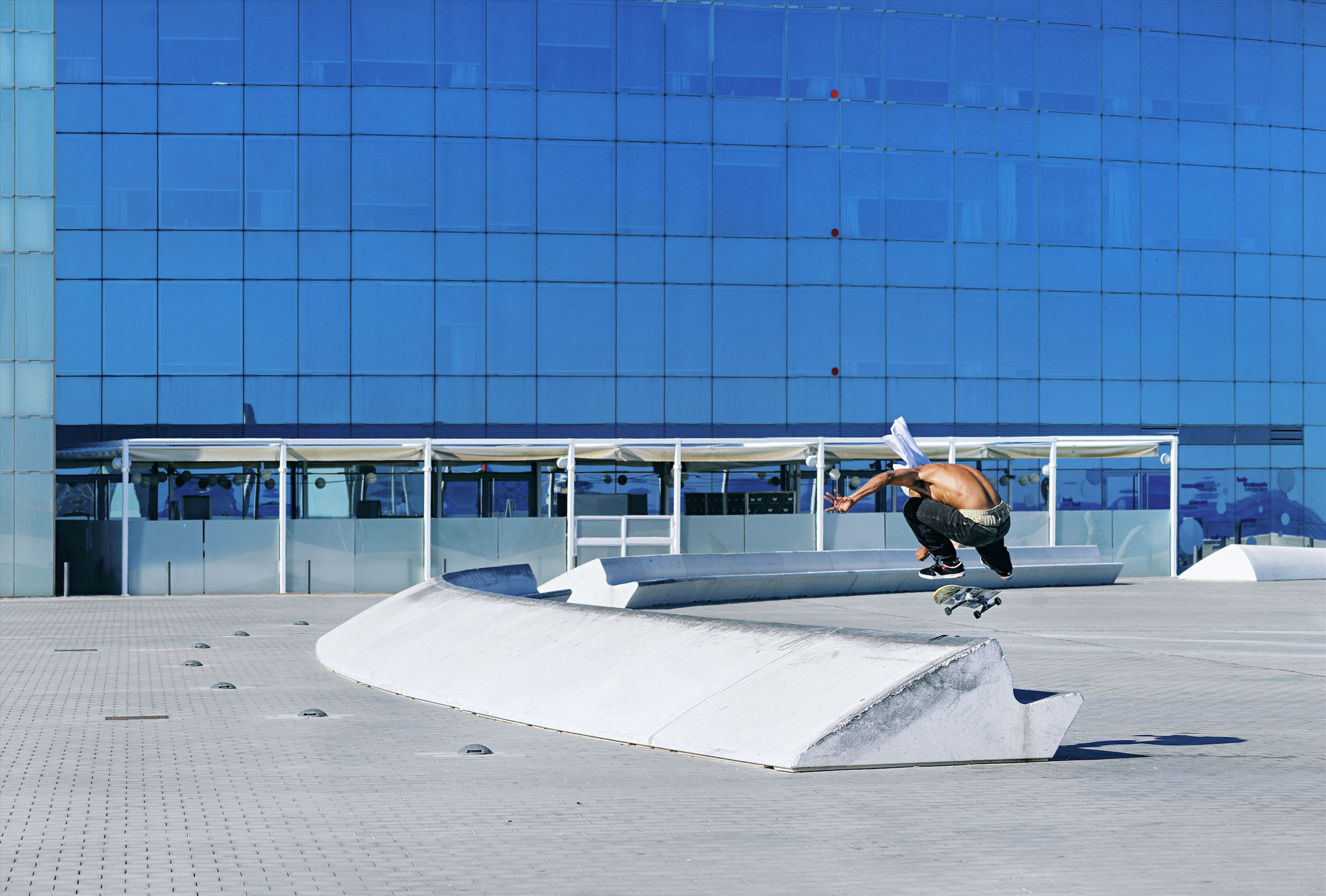 THIAGO LEMOS bs flip over the W curb_BE Skate Mag_Skate Pic.jpg