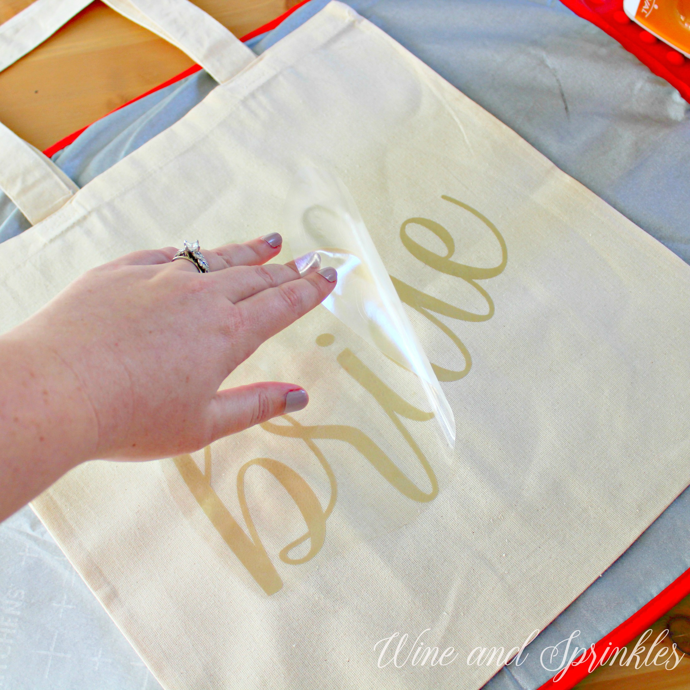 Bridal Party Getting Ready DIY Iron On Tote Bag #diywedding #htvvinyl #svgcutfiles