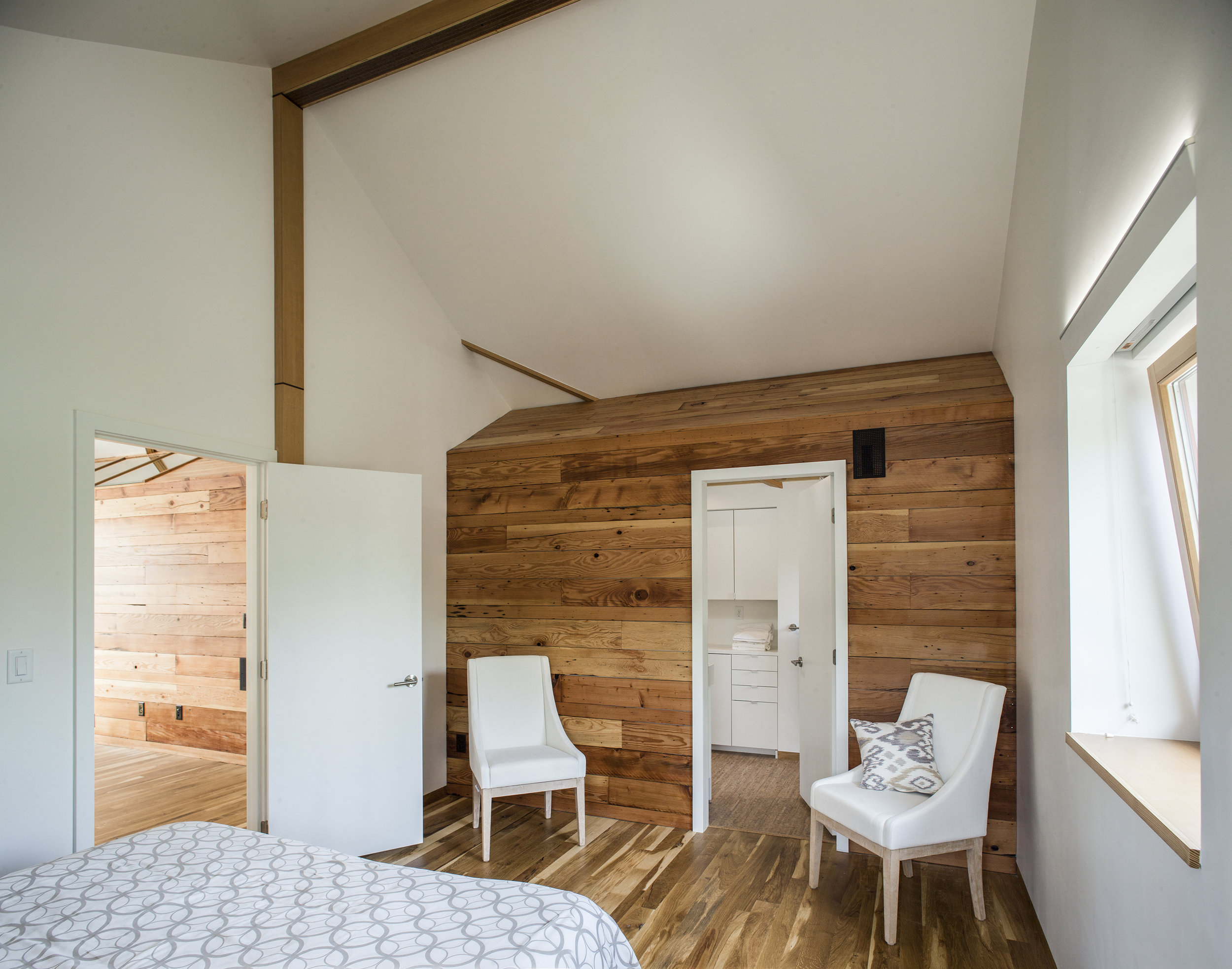 Hinge-Build-Group-bedroom.jpg