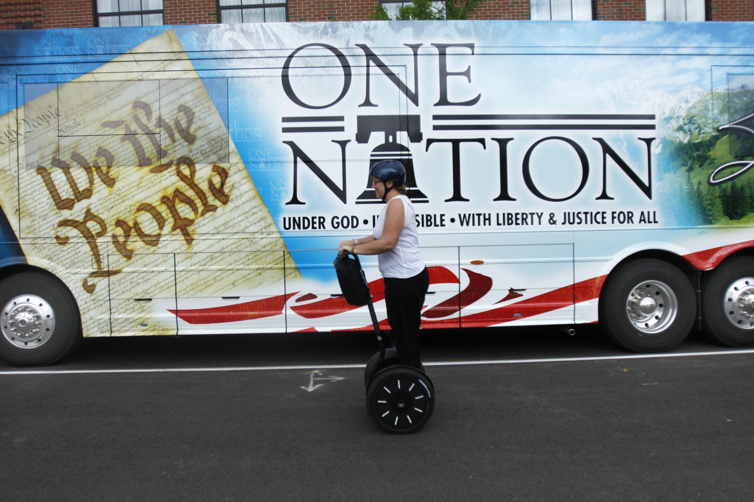 Sarah Palin Bus Tour 110602_08_2.jpg