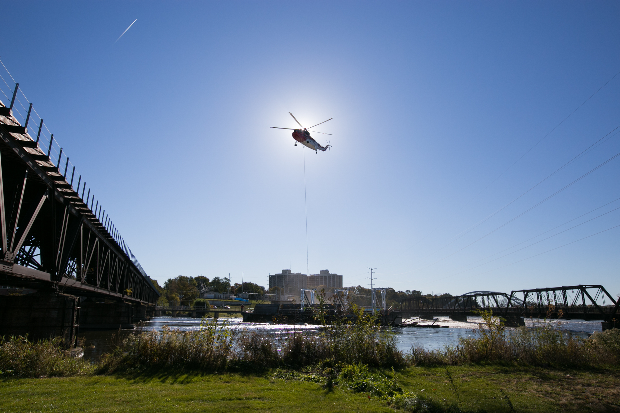 A Sikorsky S-61, piloted by Michael Dreier from Howell, Mich., delivers winch and gantry equipment on Tuesday, Oct. 23, 2018, at Fordam Dam in Rockford. [SCOTT P. YATES/RRSTAR.COM STAFF]