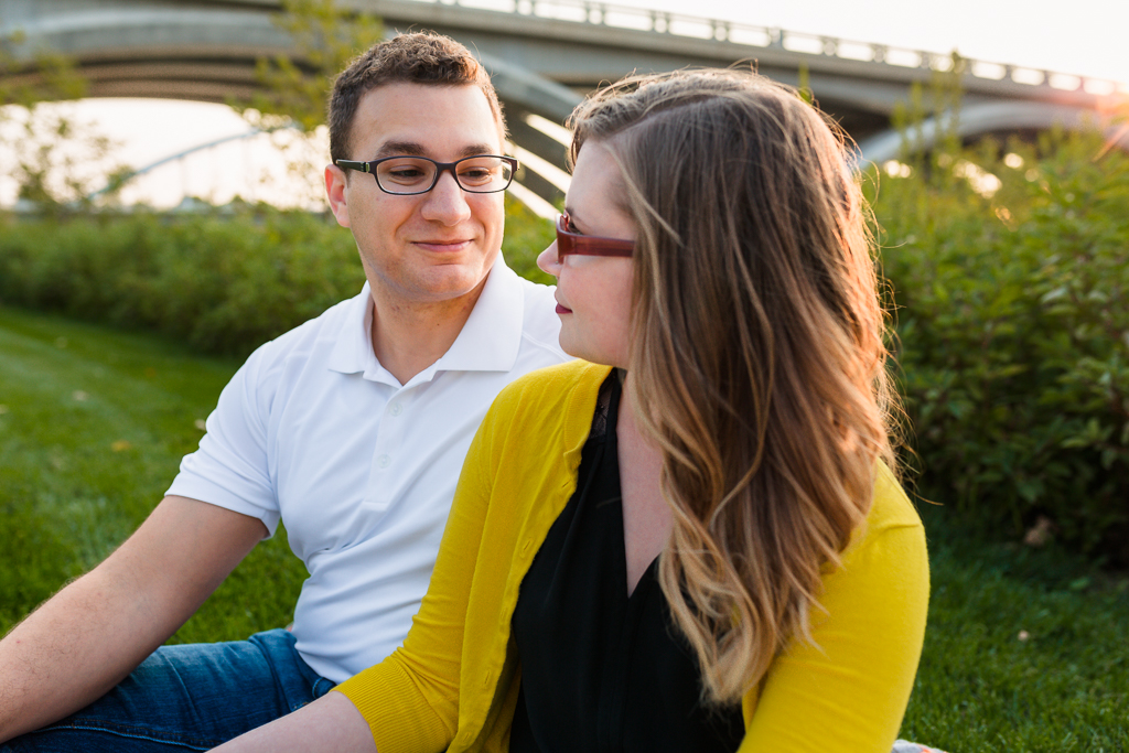 Engagment-session-Scioto-Mile-Riverwalk 12.jpg