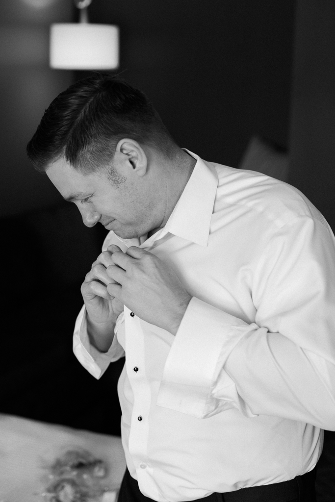 groom-getting-ready-at-nationwide-hotel-conference-center-columbus-ohio2.jpg