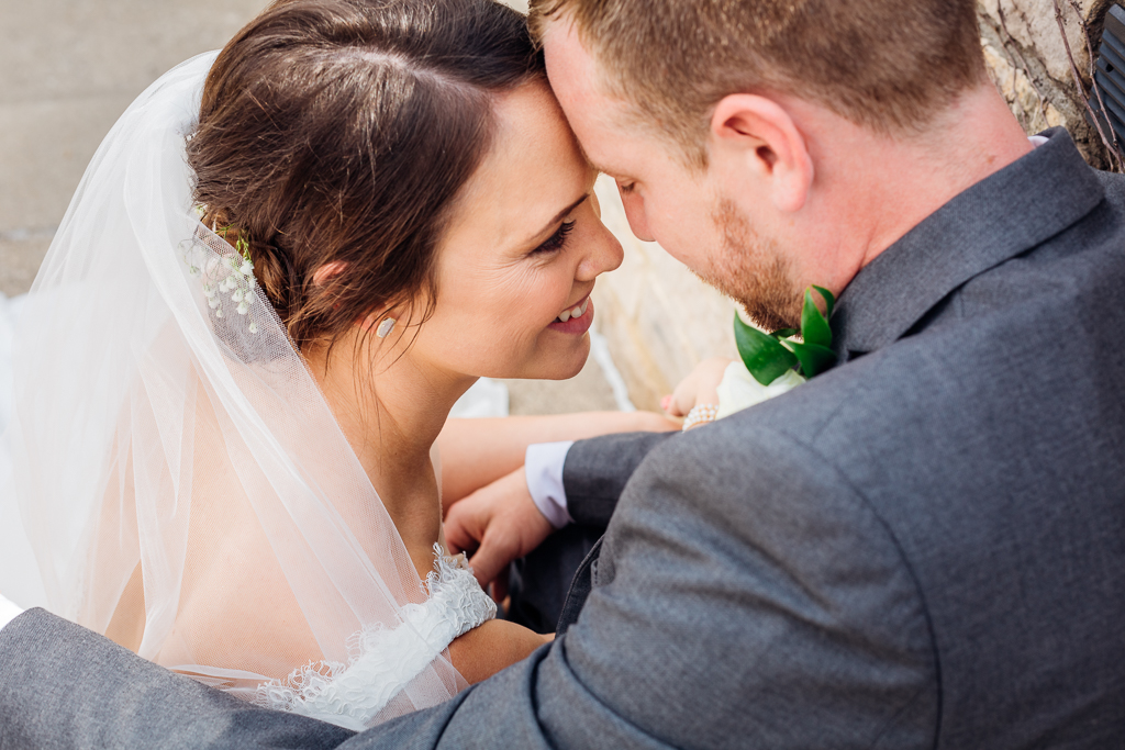 bride-groom-couple-portraits-outdoor-in-summer-northbank-park-columbus-ohio-wedding-photography-ce-moment-photography6.jpg
