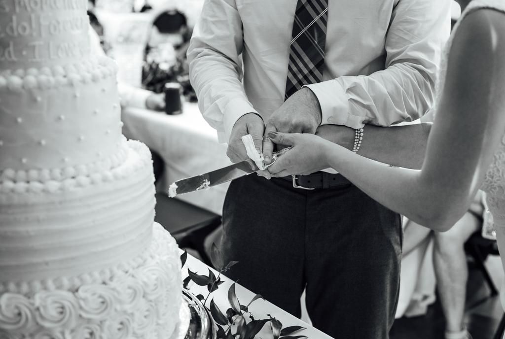 summer-wedding-reception-indoor-tent-outdoor-Northbank-park-pavilion-columbus-ohio-wedding-photographer13.jpg