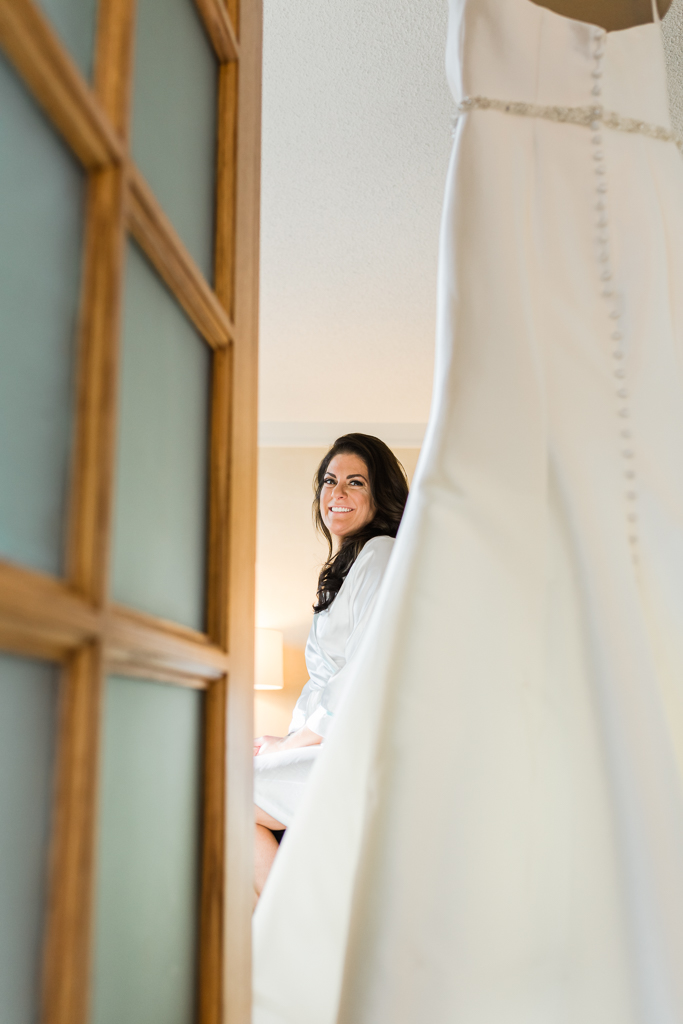 bride-gets-ready-wedding-raddison-downtown-hotel-columbus-ohio-wedding-photographer3.jpg