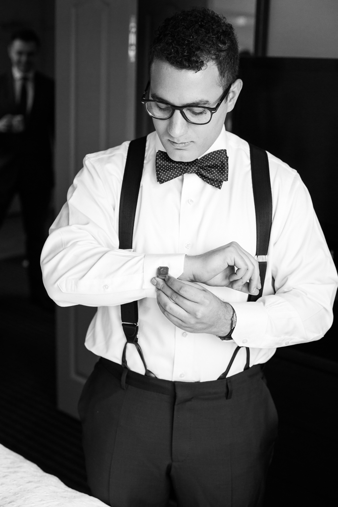 Bride-groom-winter-wedding-watersedge-getting-ready-homewood-suites-columbus-ohio-wedding-photographer10.jpg