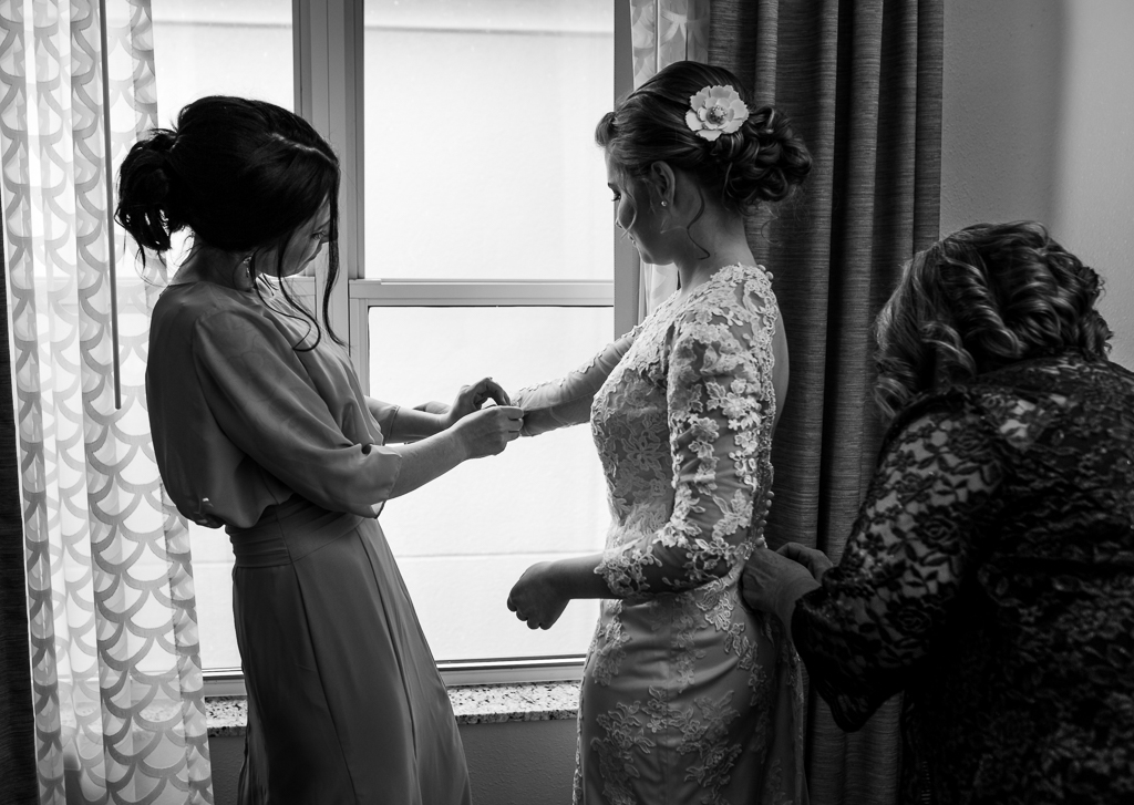 Bride-groom-winter-wedding-watersedge-getting-ready-homewood-suites-columbus-ohio-wedding-photographer14.jpg