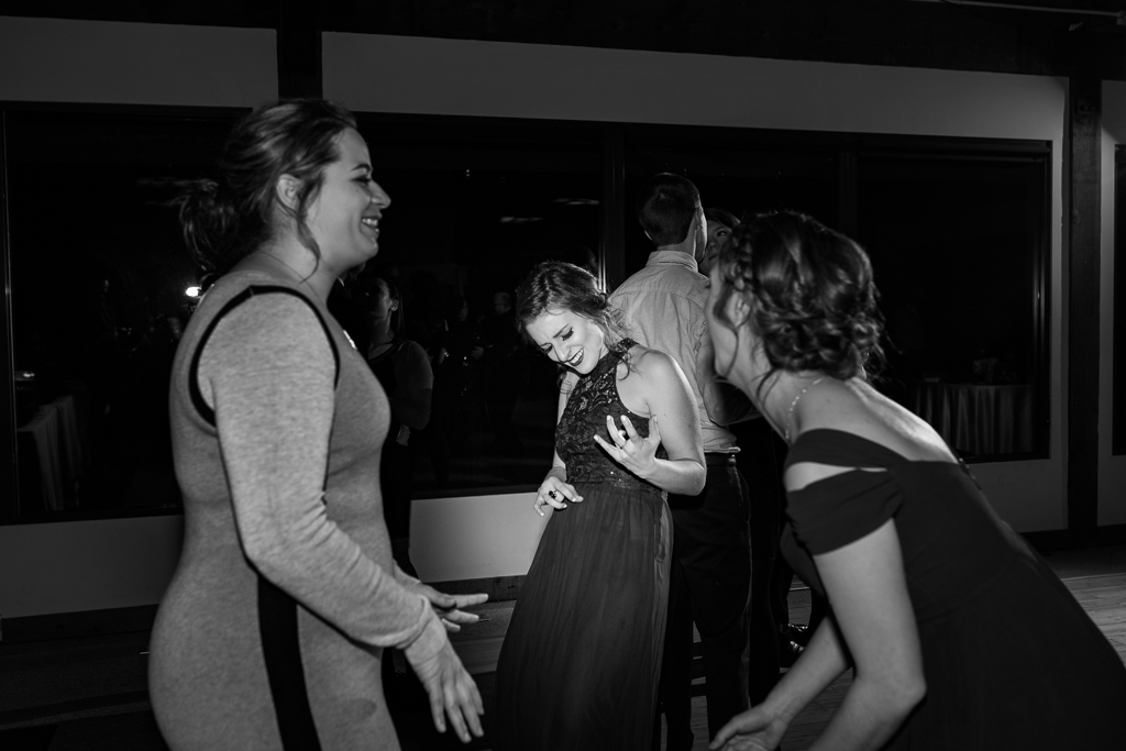 winter-wedding-reception-watersedge-columbus-ohio-wedding-photographer19.jpg