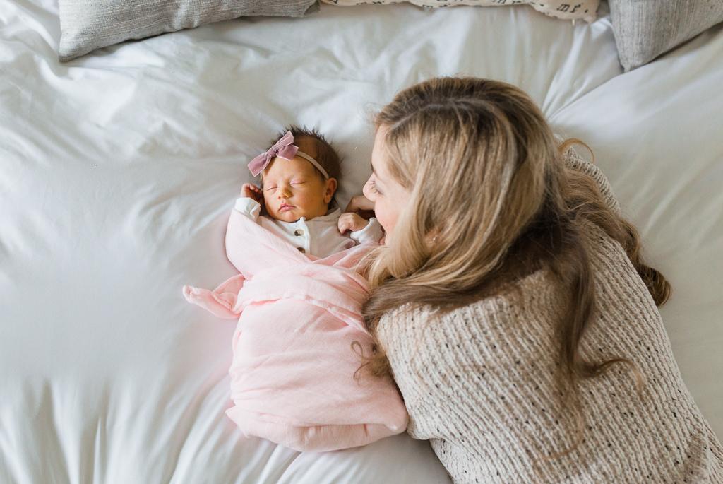 lifestyle-in-home-newborn-columbus-ohio-fresh-48-newborn-photographer1.jpg