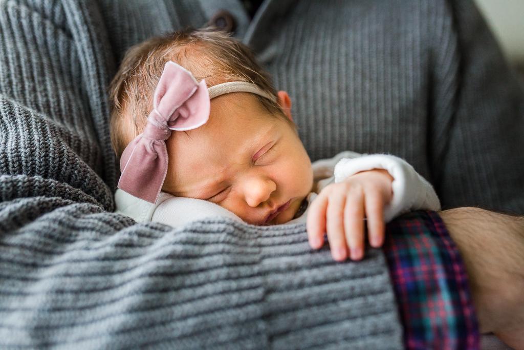 lifestyle-in-home-newborn-columbus-ohio-fresh-48-newborn-photographer4.jpg