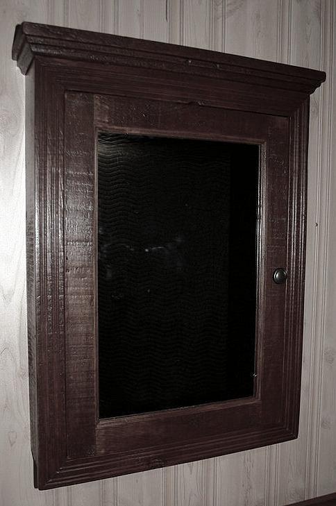 antique-bathroom-medicine-cabinet.jpg