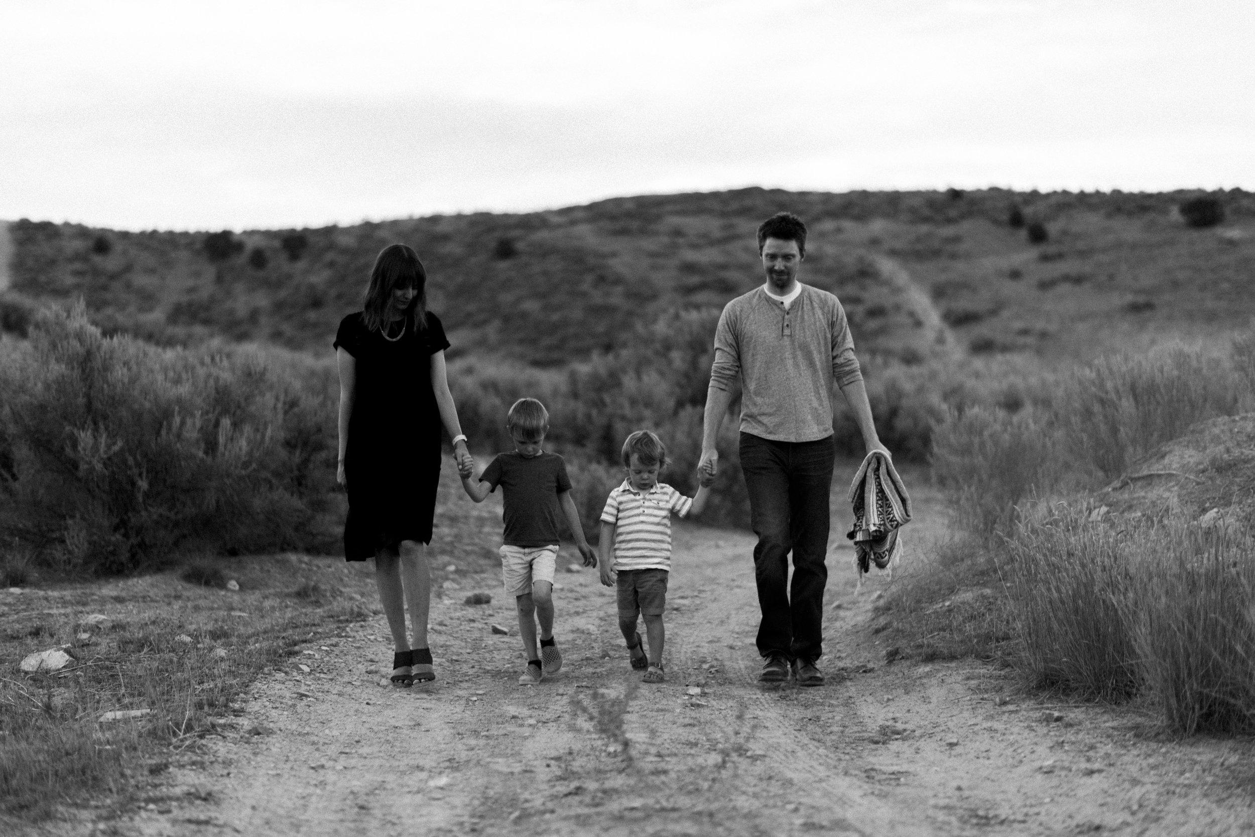 desert family photos utah alyssa sorenson-91.jpg