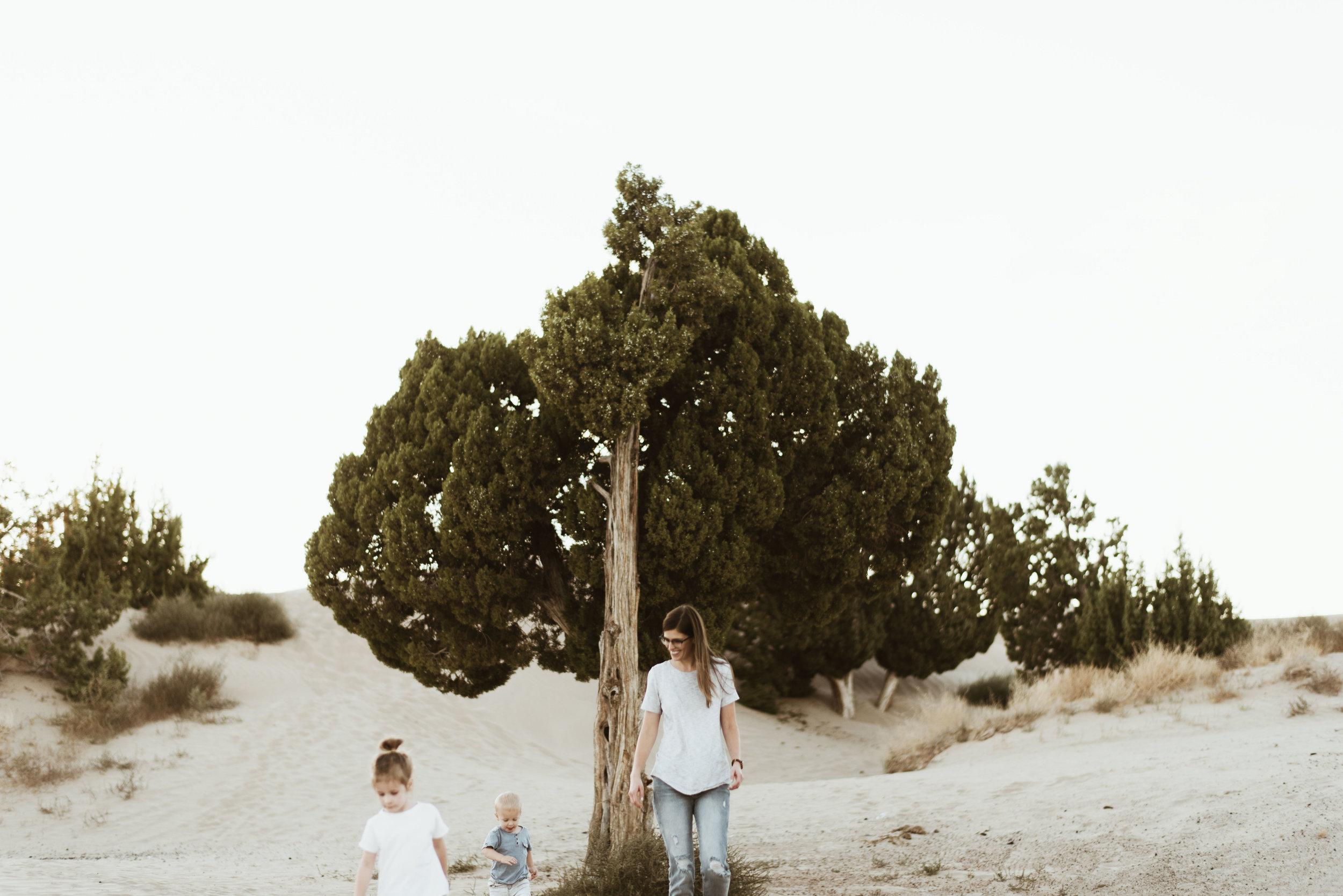 alyssa sorenson sand dunes family-150.jpg