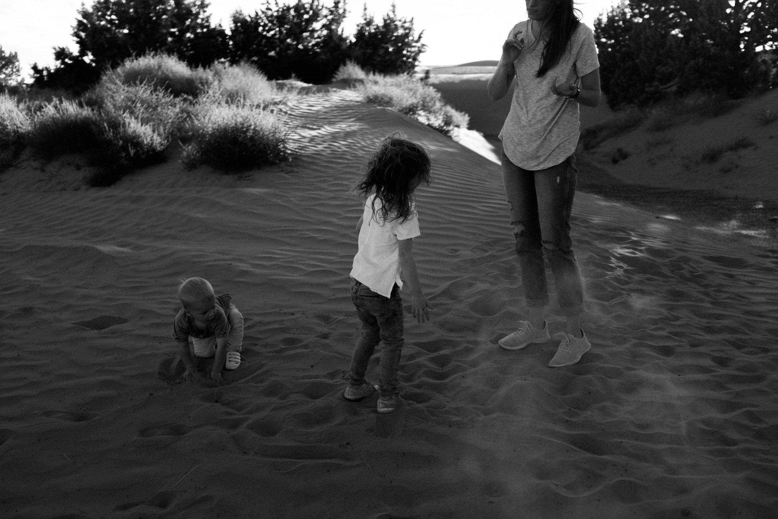 alyssa sorenson sand dunes family-28.jpg