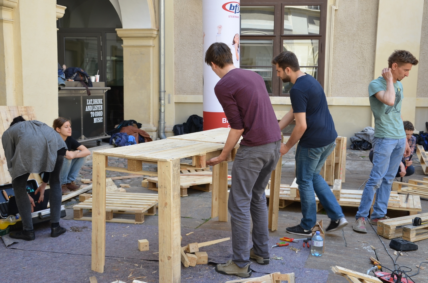 Pallet furniture building workshop