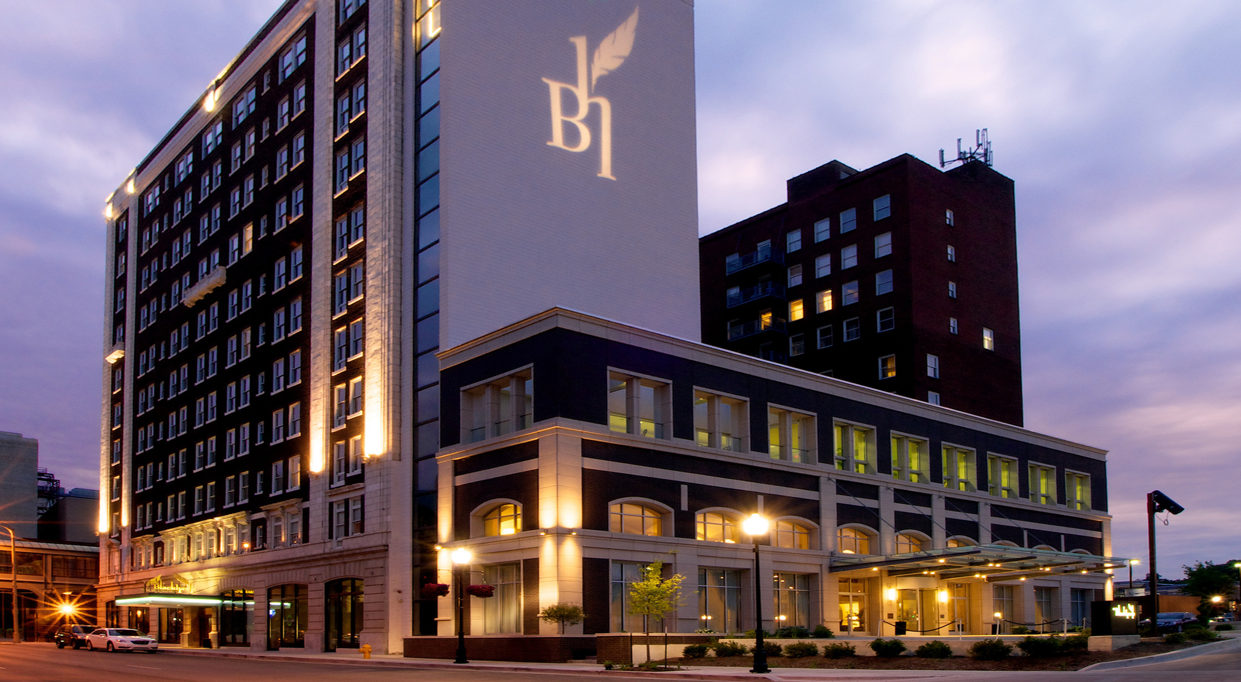 Hotel Blackhawk (Davenport, IA)