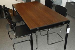 Tisch THESIS  Alinea Gestell schwarz, Blatt Nussbaum, 160 x 80 cm Verkaufspreis CHF 1'660.00  Spezialpreis CHF 900.00