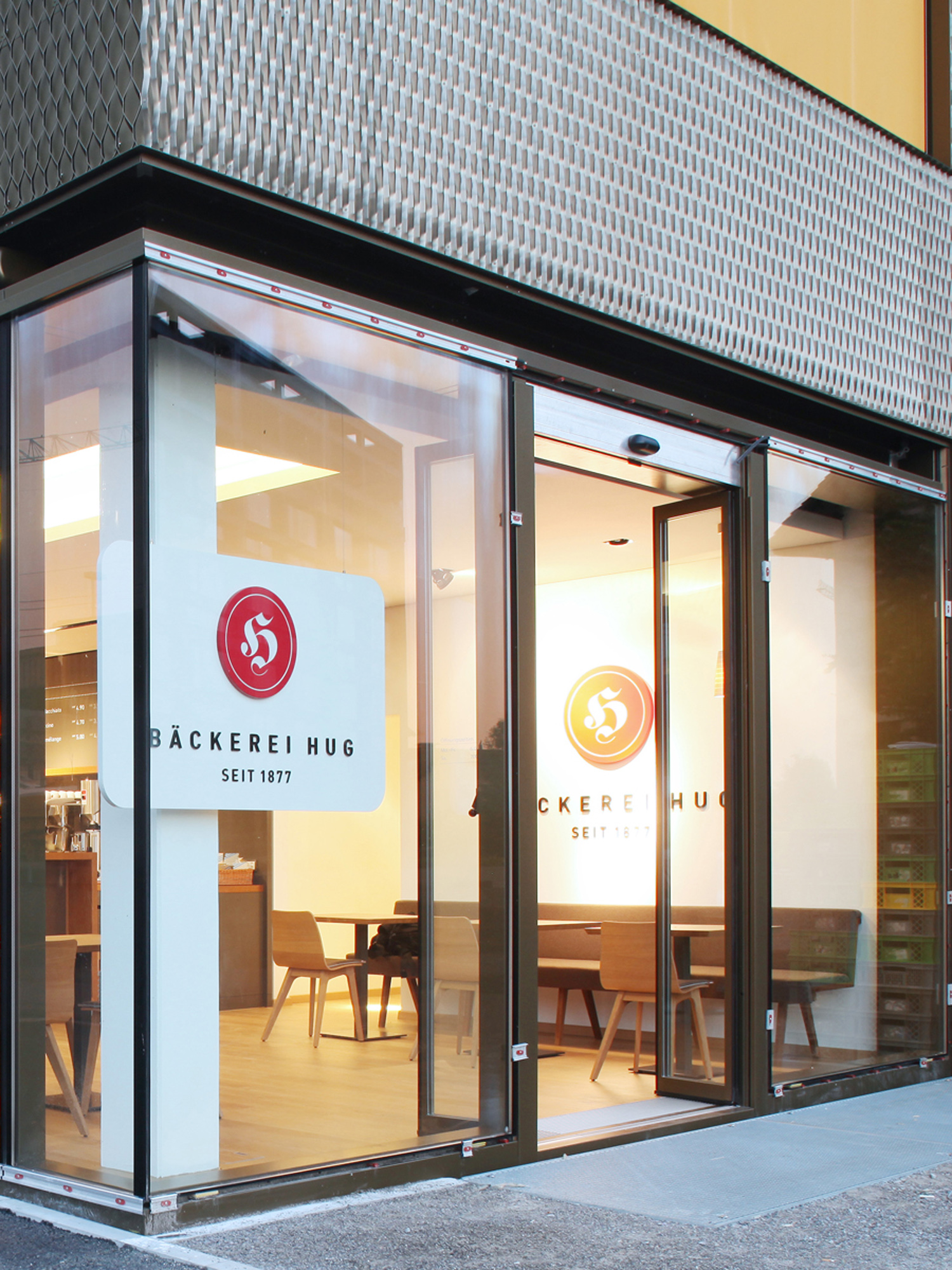Außenansicht Hug-Filiale in Rotkreuz  Exterior view Hug branch in Rotkreuz