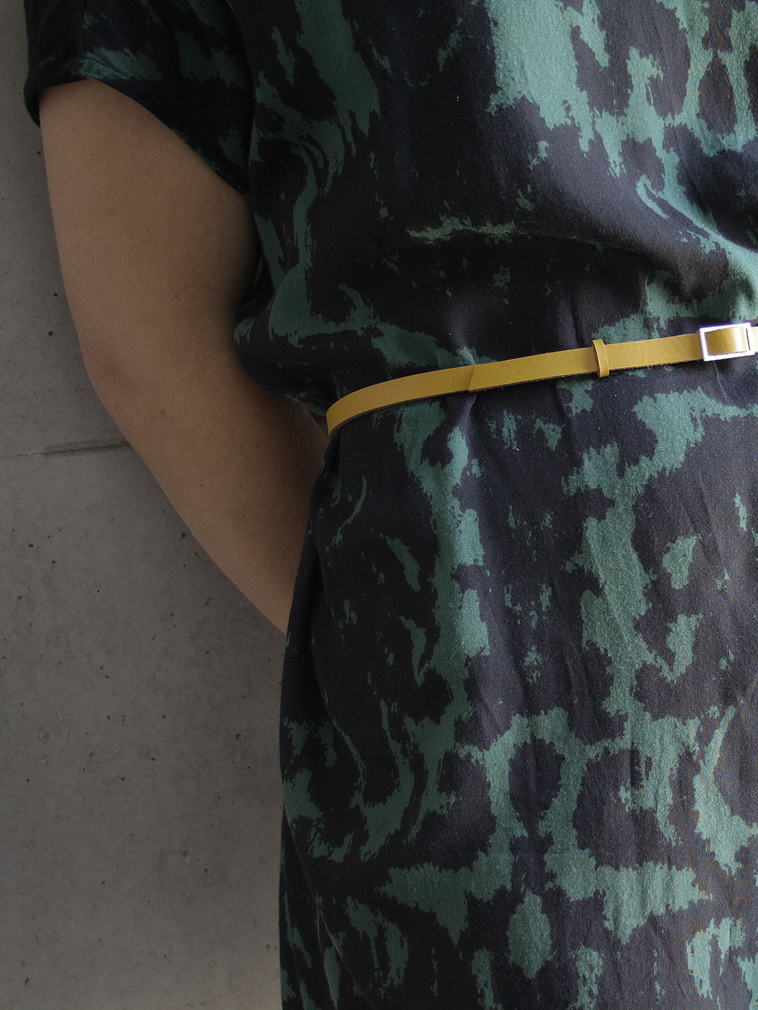 Leder-Gürtel, schmal in senfgelb  Leather belt, medium in curry