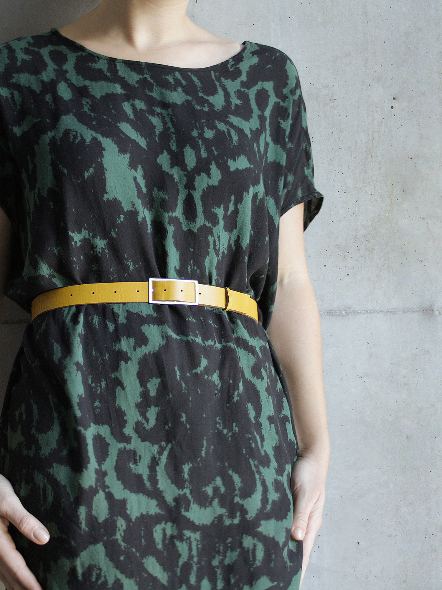 Leder-Gürtel, breit in senfgelb  Leather belt, medium in curry