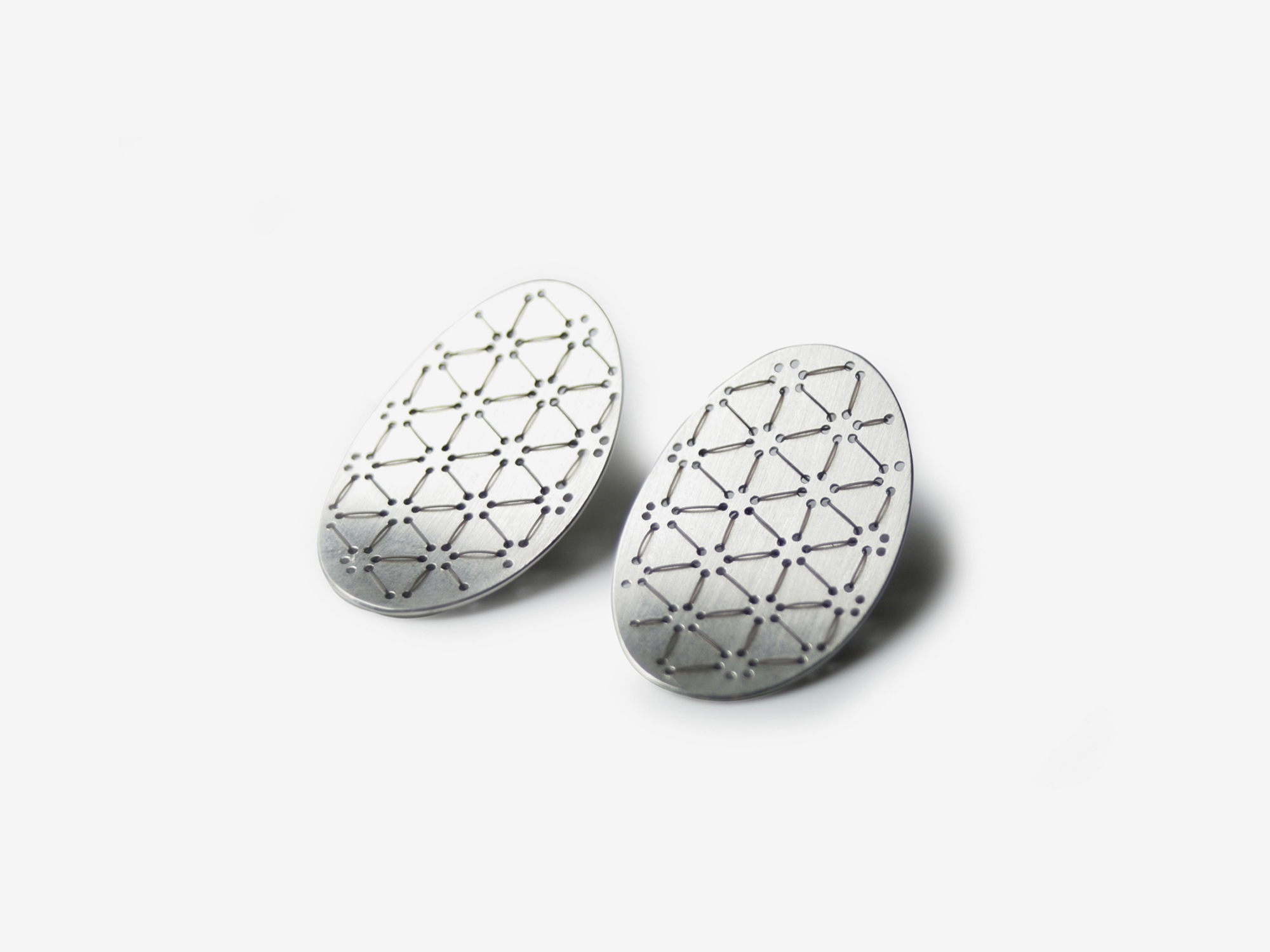 Bestickte Nadelwerk-Ohrstecker Leah in 925 Silber E mbroidered Nadelwerk-earrings Leah in sterling silver