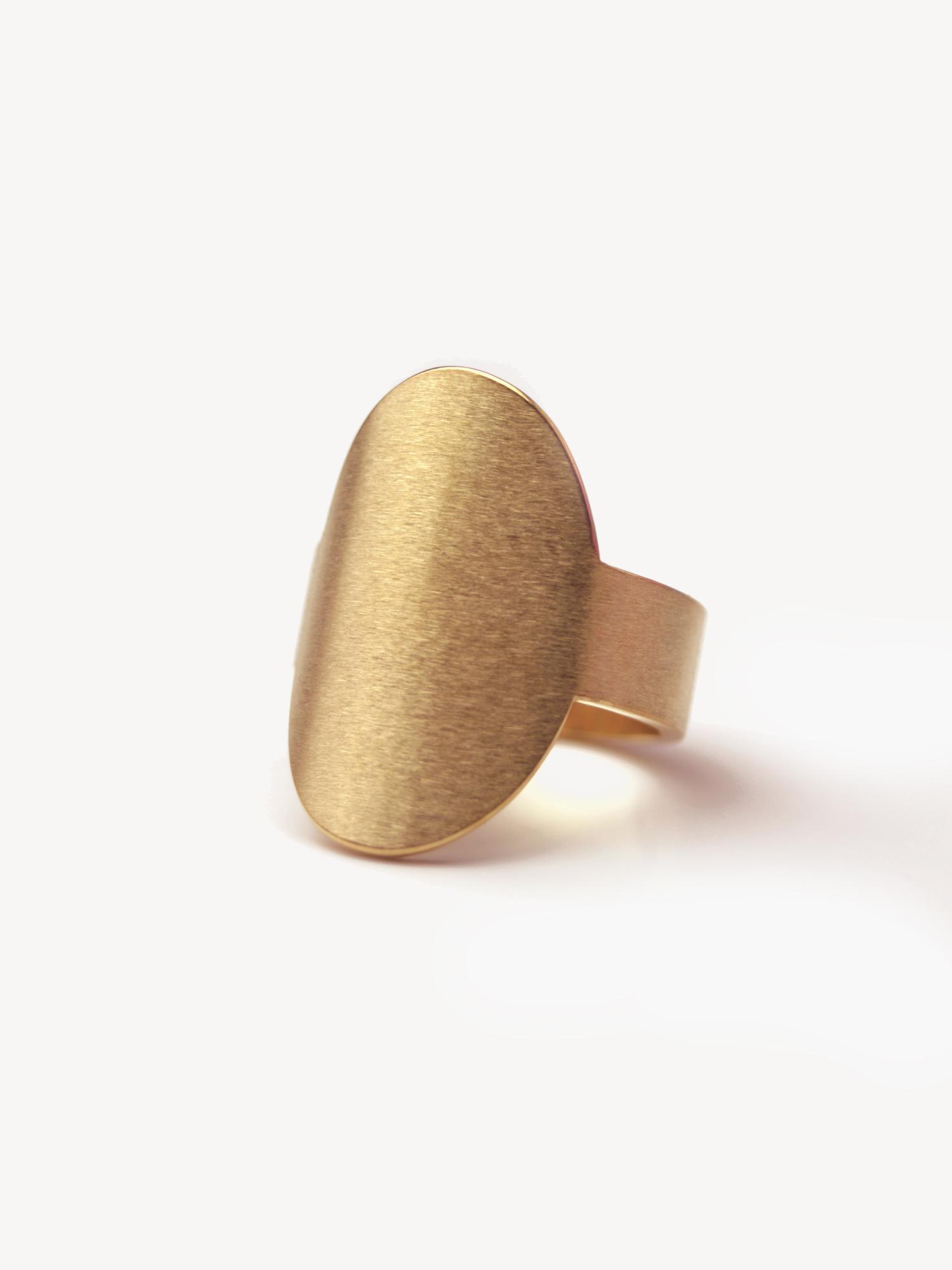 Siegelring Anda, hochoval groß in vergoldetem Silber  Signet ring Anda, vertical oval big in goldplated silver