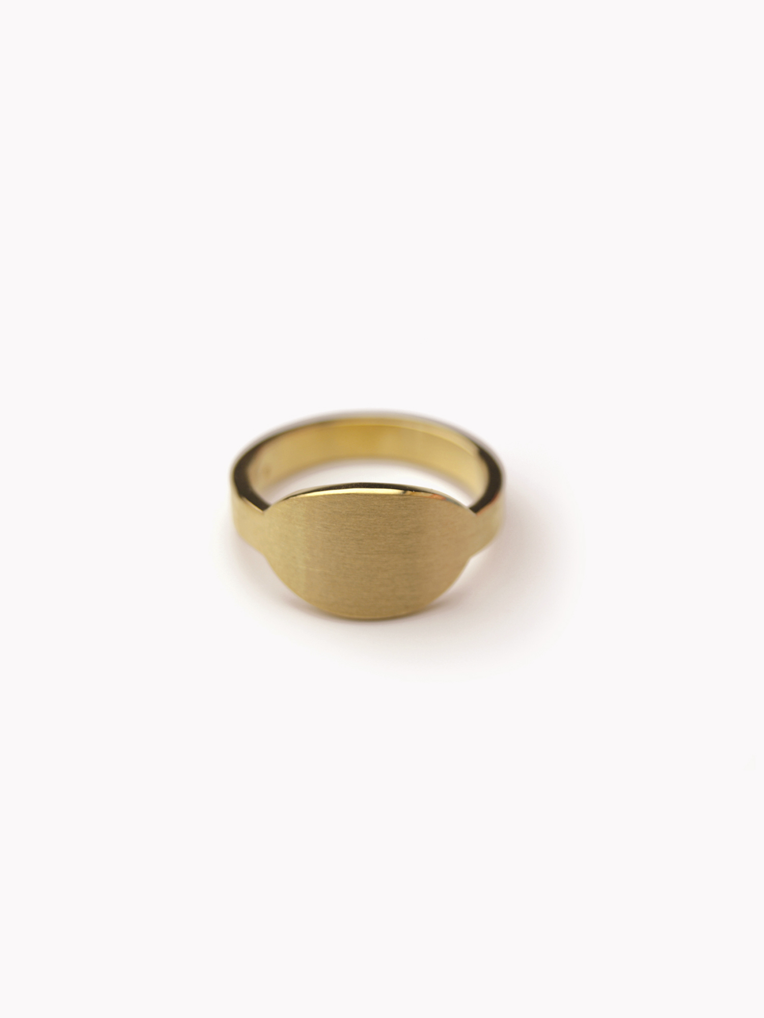 Siegelring Anda, queroval mittelgroß in 585 Gold  Signet ring Anda, horizontal oval medium big in 14kt gold