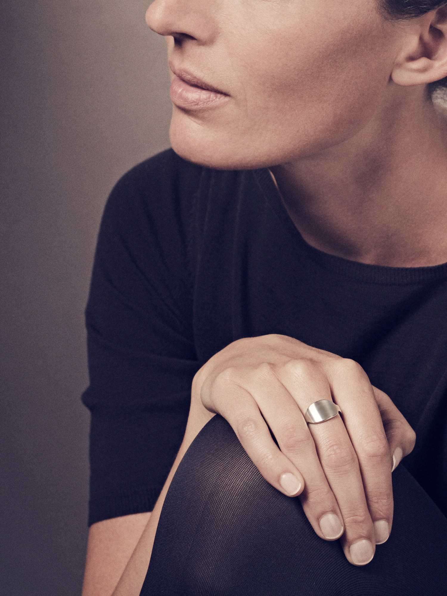 Siegelring Anda, queroval mittelgroß in 925 Silber  Signet ring Anda, horizontal oval medium big in sterling silver