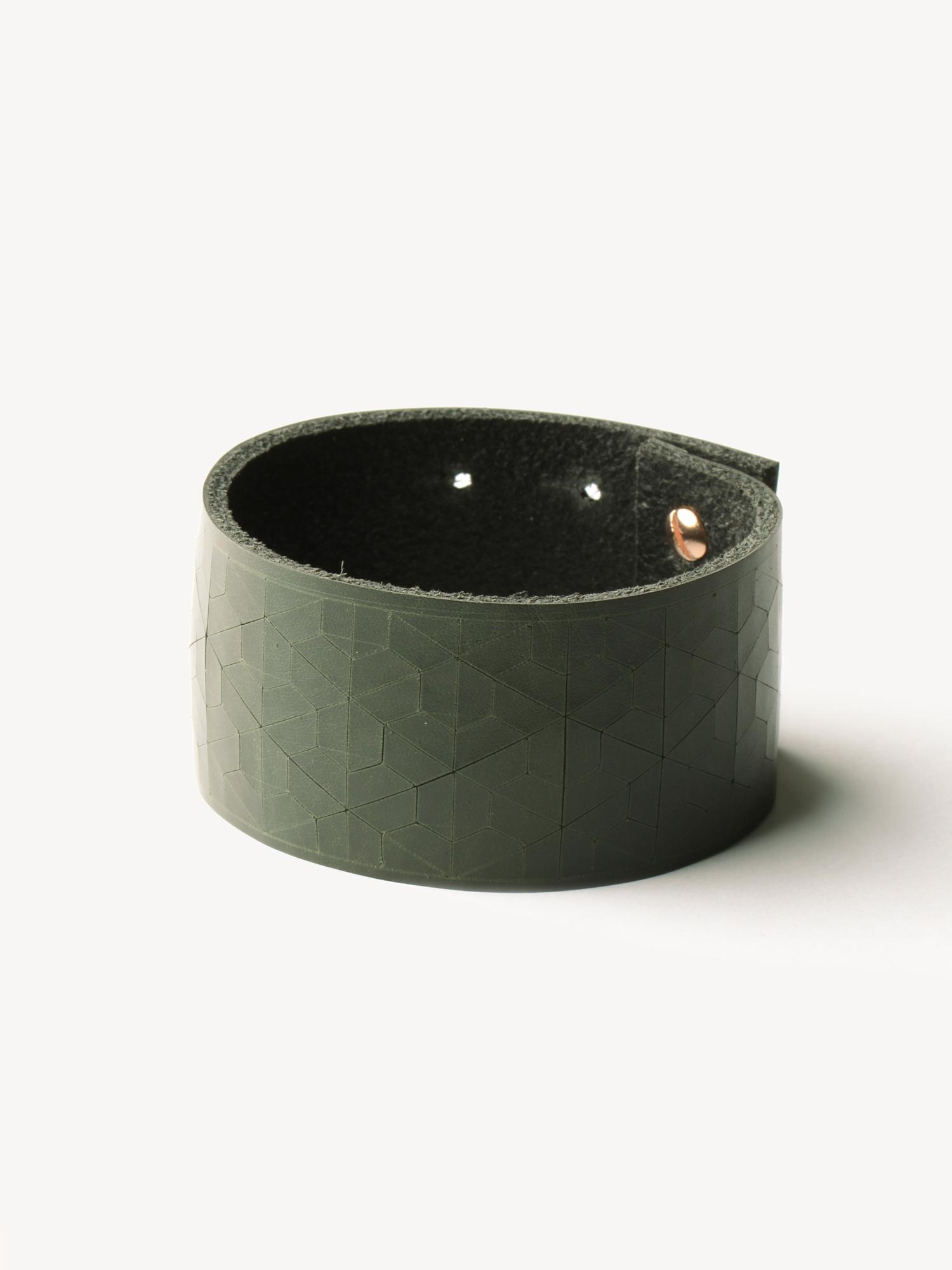 Leder-Armband, schmal in dunkelgrün  Leather bracelet, big in dark green