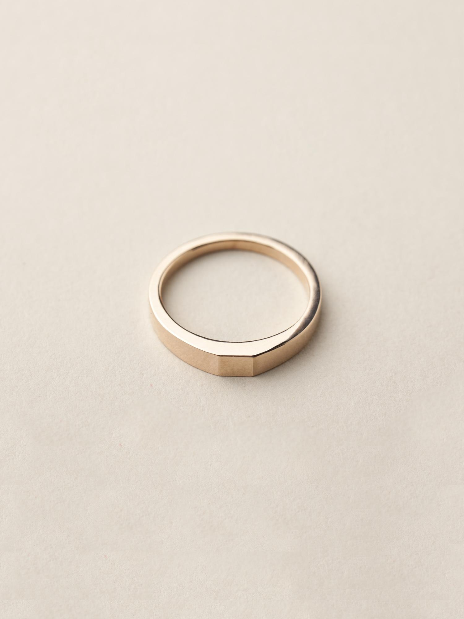 Siegelring Minima, klein quadratisch in 585 Rosegold  Signet ring Minima, small square in 14ct rose gold