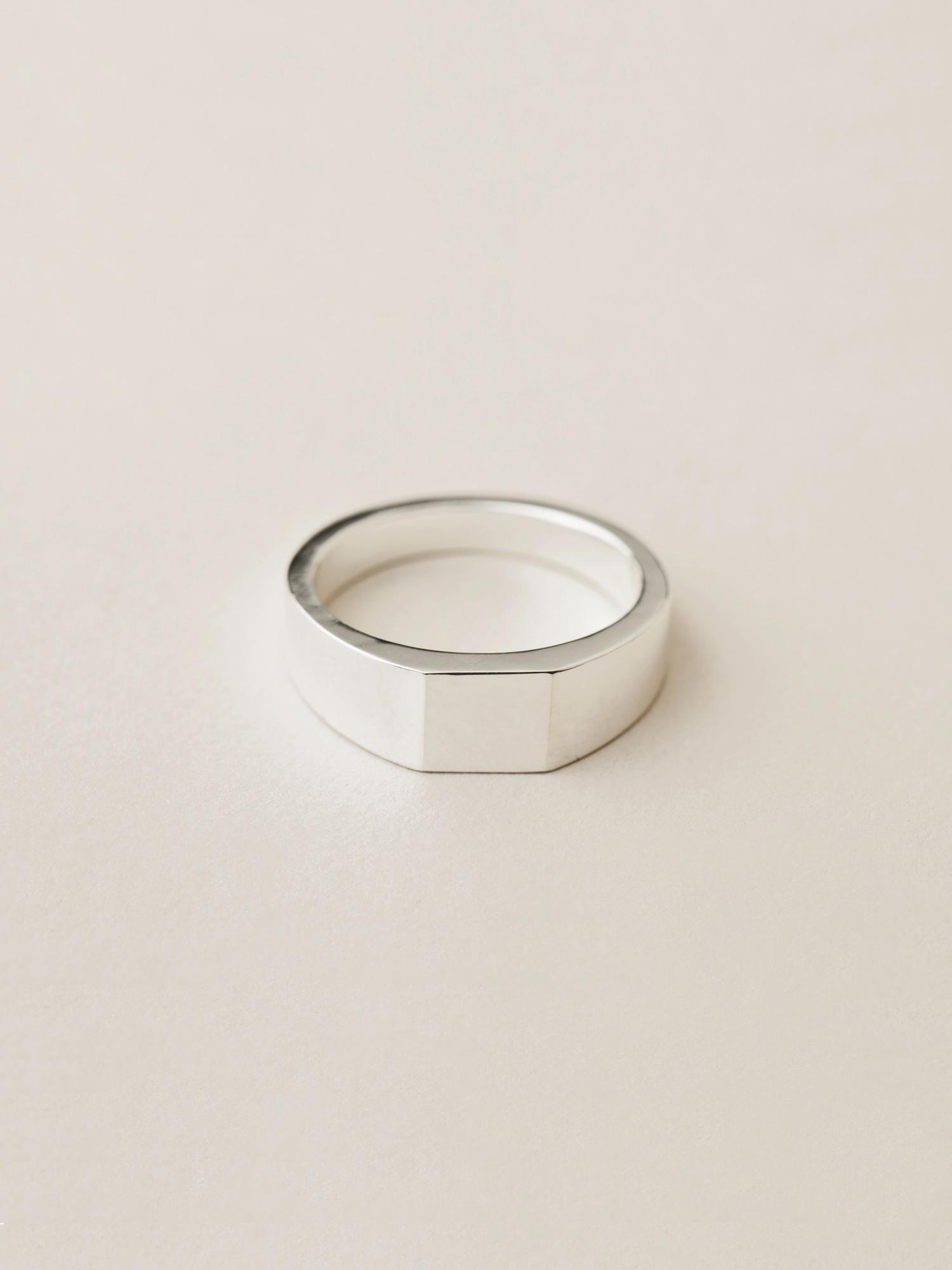 Siegelring Minima, mittel quadratisch in 925 Silber  Signet ring Minima, medium square in sterling silver