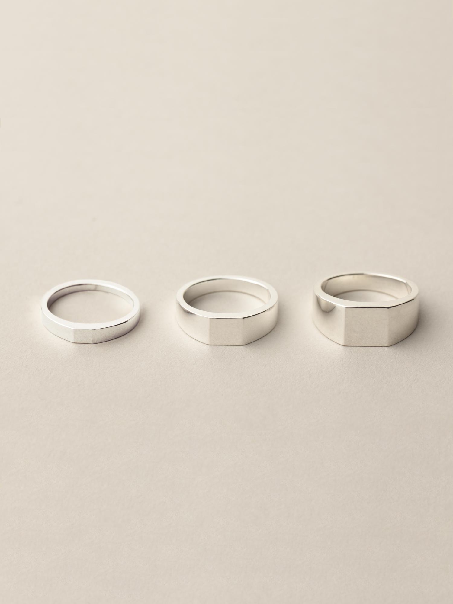 Übersicht Siegelringe Minima quadratisch in klein, mittel und groß in 925 Silber  Overview signet ring Minima square in small, medium and big in sterling silver