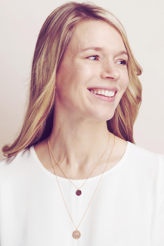 Christina-Pauls-Sternbild-Kette-Gold-Schuetze2.jpg
