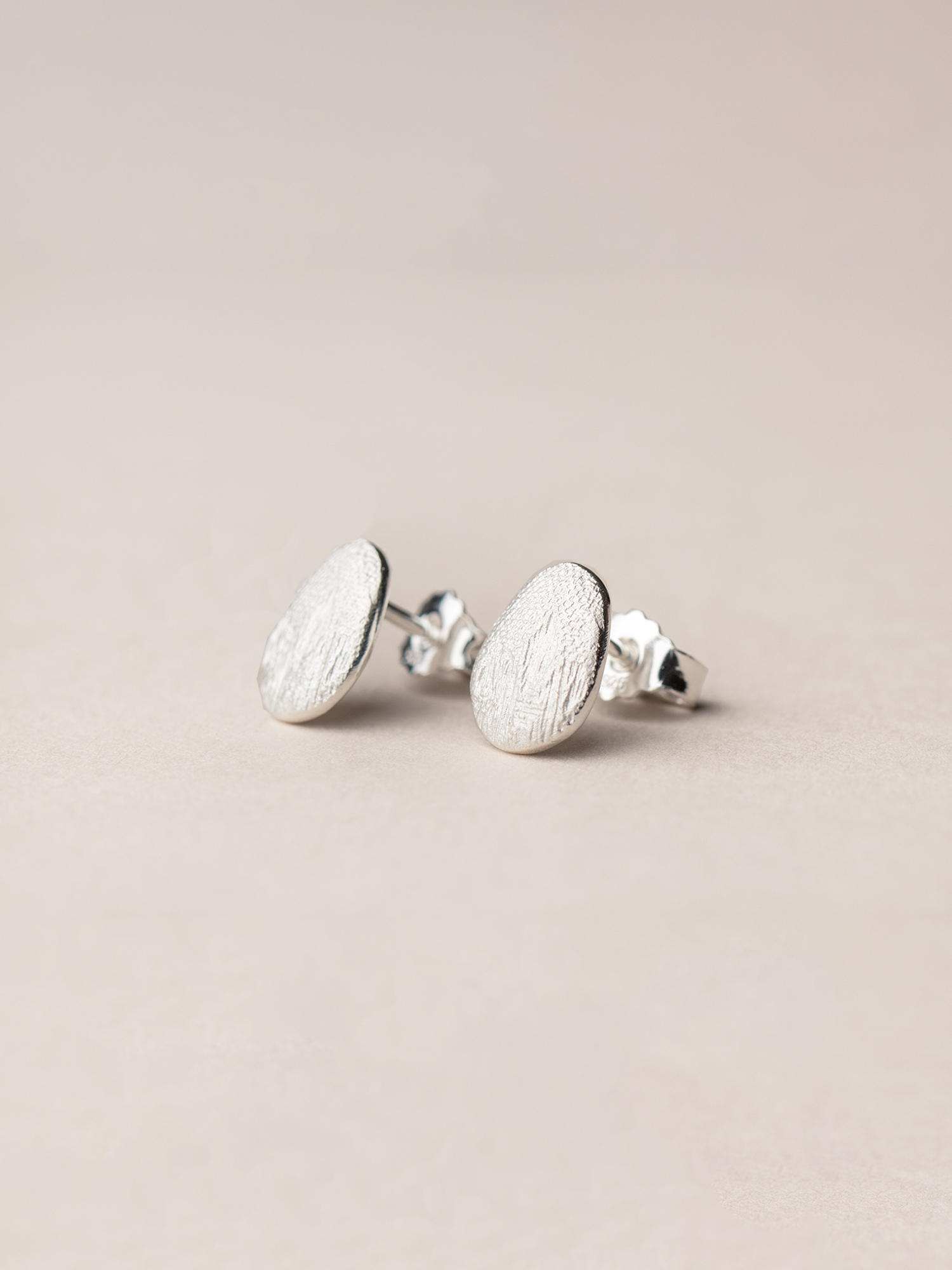 Ovale Amia-Ohrstecker in 925 Silber  Amia, oval stud earrings in sterling silver