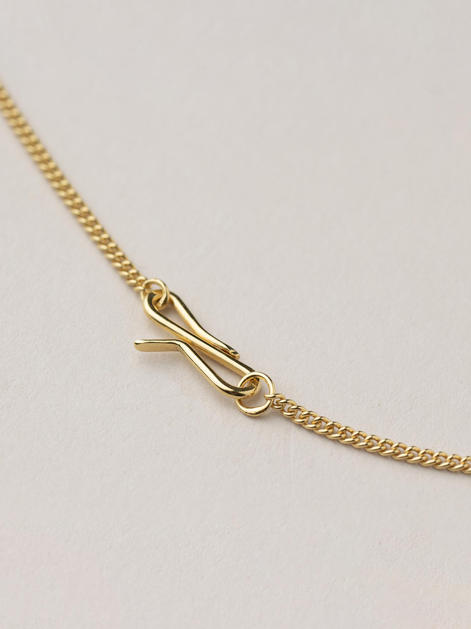 Detail Amia Ketten, der S-Haken Verschluss  Detail Amia necklaces, the S-hook clasp