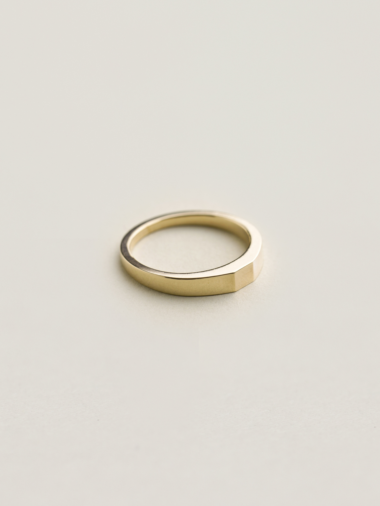 Verlobungsring-Gold-Quadrat-Christina-Pauls2.jpg