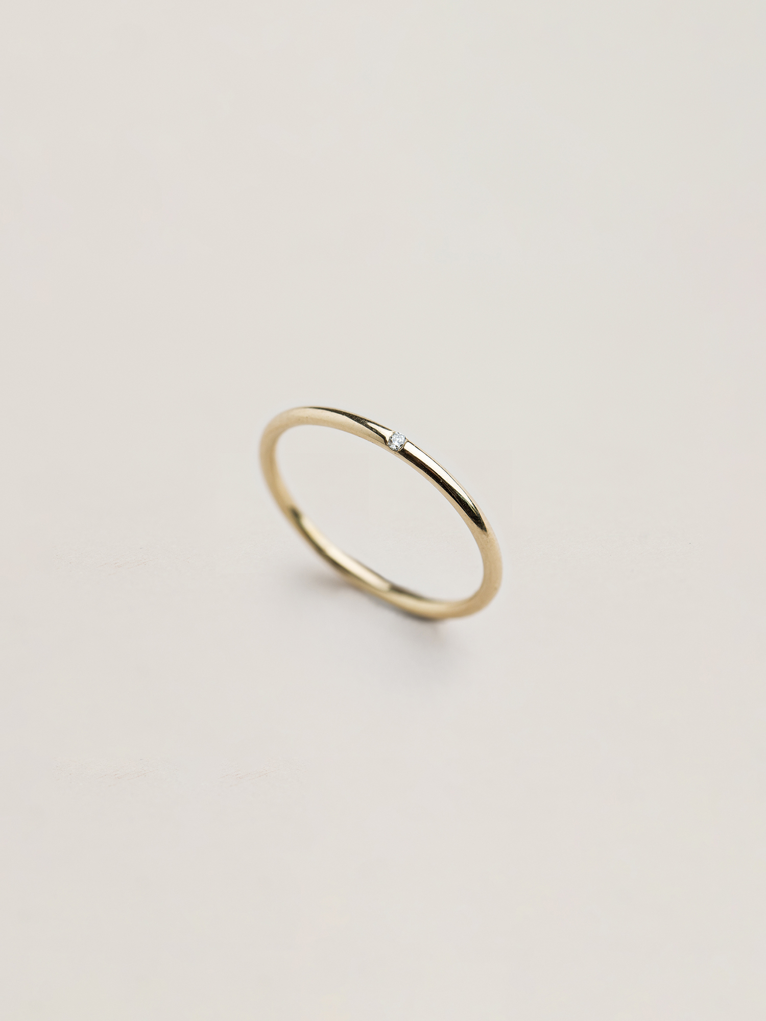 Christina-Pauls-Ring-zierlich-Diamant-Gold1.jpg