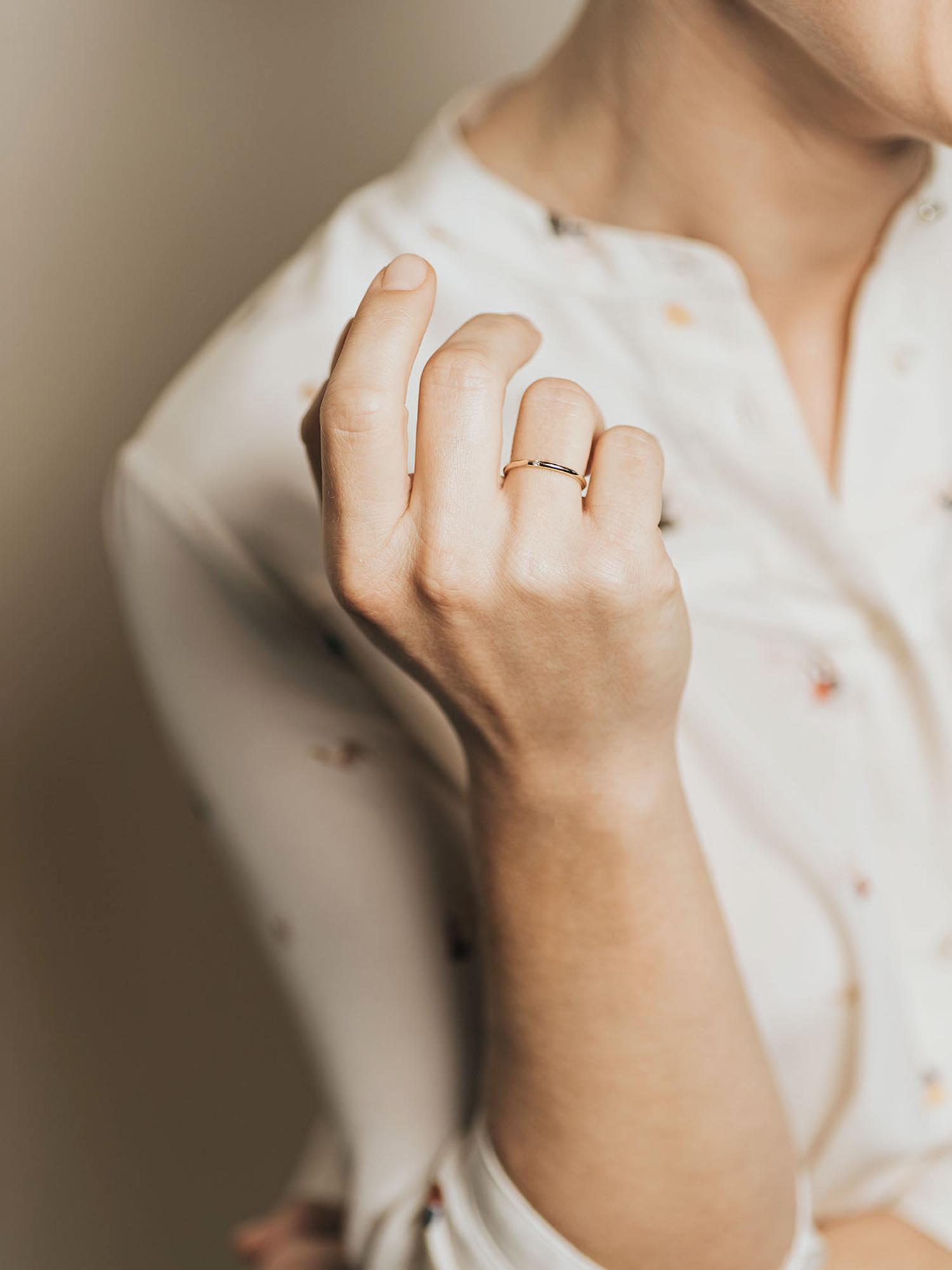 Christina-Pauls-Ring-zierlich-Diamant-Rosegold3.jpg