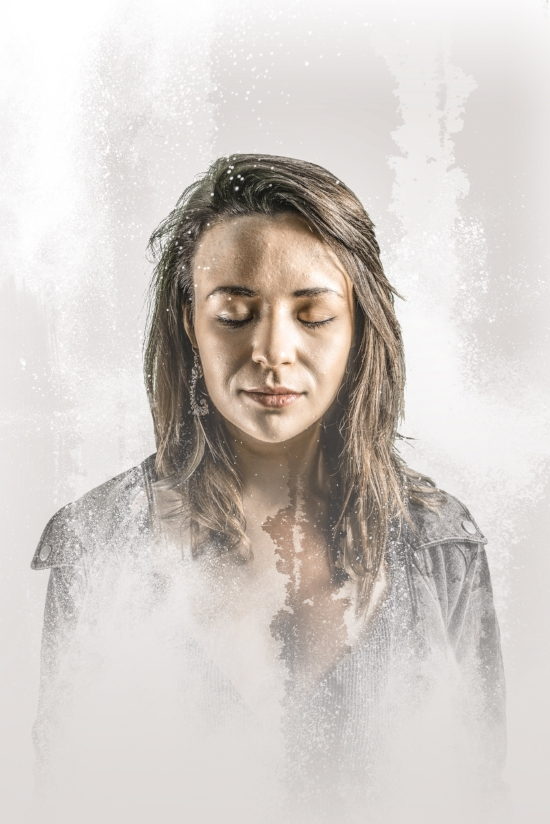 """Emma has woven a sound which Phil Coulter describes as """"a breath of fresh air"""".  A folk guitarist and singer-songwriter from Limerick, she is embued with the soul and style of Joni Mitchell, Eva Cassidy and Joan Baez; her distinctive vocal style demonstrates a blend of Irish lilt with folk and jazz. (Photo: Ken Coleman)"""