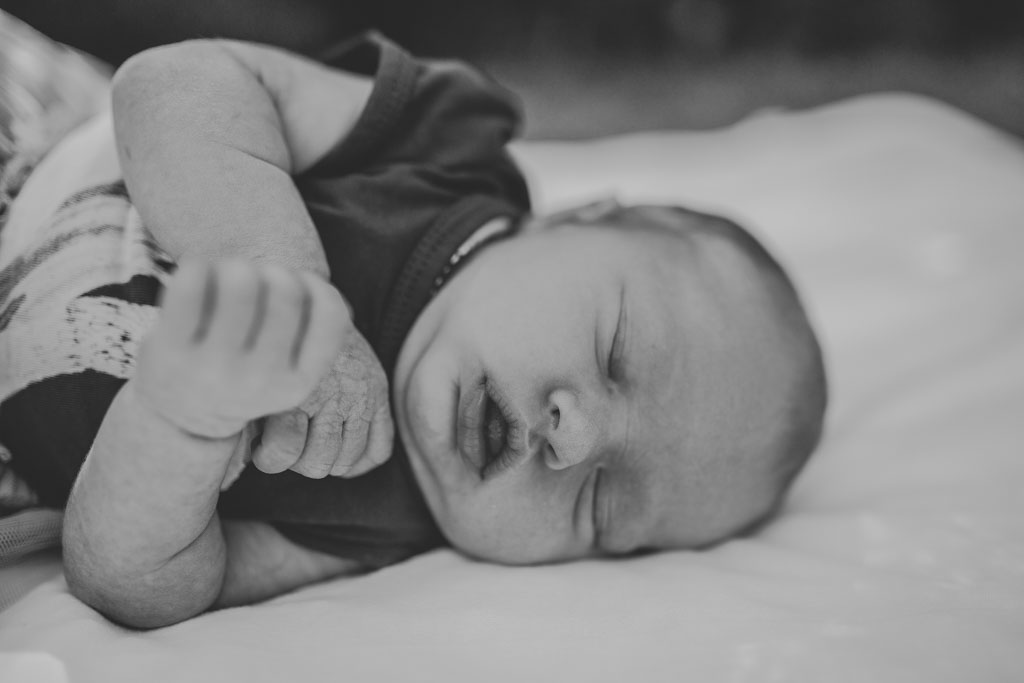 Family newborn Session-inhome_alanataylorphotography-22.jpg